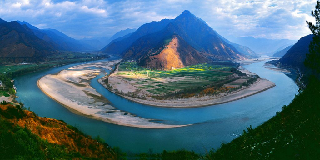 The Yangtze River is also called the Chang Jiang and it has more than 700 tributaries.